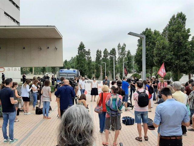 Concentración de apoyo a Ibrahim y Charaf ante el Palacio de Justicia de Girona