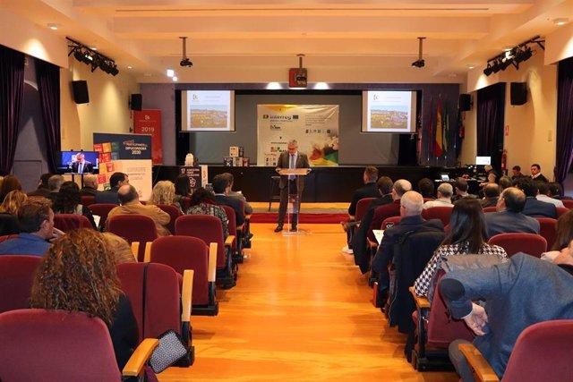 El delegado de Programas Europeos y Administración Electrónica de la Diputación de Córdoba, Víctor Montoro, en un foro de Espoban en una imagen de archivo