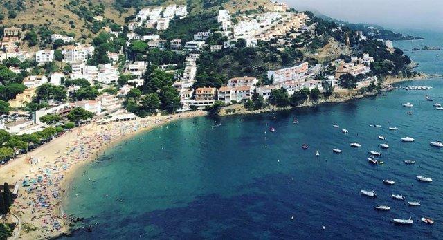 Los precios de venta y alquiler en la costa española moderan su ascenso