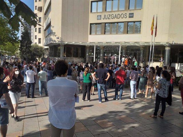 Trabajadores de Justicia protestan en Plaza Castilla por el reparto de plazas de parking