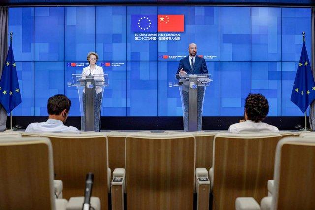 La presidenta de la Comisión Europea, Ursula Von der Leyen, y el presidente del Consejo, Charles Michel