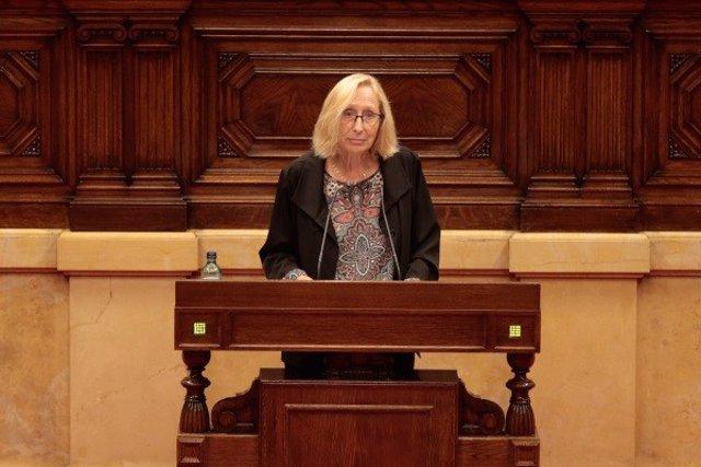 La diputada del PSC Assumpta Escarp durante el pleno del Parlament del 4 de junio de 2020