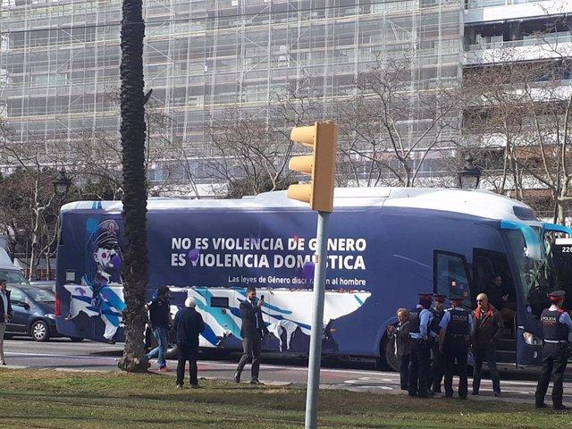 Imagen del autobús de HazteOír en la avenida Diagonal de Barcelona (ARCHIVO)
