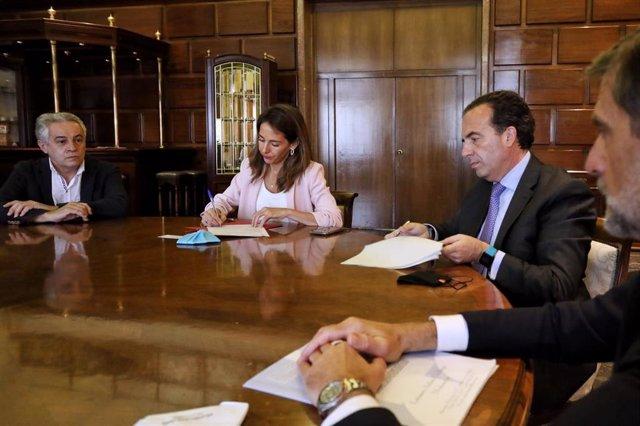 El Ayuntamiento firma una operación de crédito con Cajamar de 25 millones de euros