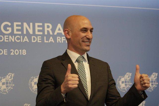 Luis Rubiales tras ganar en 2018 las elecciones a la presidencia de la RFEF
