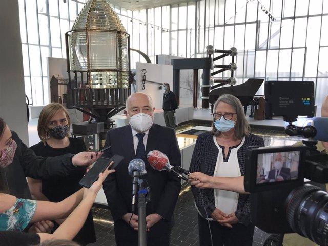 El delegado del Gobierno en Galicia, Javier Losada, en declaraciones a los periodistas con motivo de su presencia en la reapertura del Muncyt