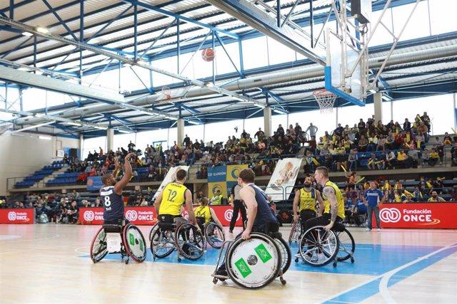 El CD ILUNION durane un partido de baloncesto silla de ruedas