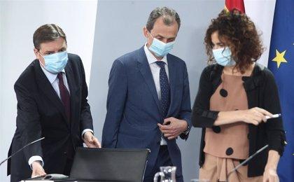"""Montero carga contra el PP por pedir test a los viajeros: """"Flaco favor hacen al sector turístico y a la economía"""""""