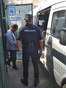 Uno de los presuntos patrones de patera detenidos en Almería en una imagen de archivo
