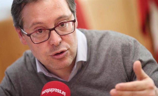Imagen de recurso del portavoz del PP en la Asamblea de Madrid, Alfonso Serrano, durante una entrevista con Europa Press.