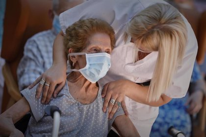 La mortalidad de las personas mayores de 74 años por COVID-19 se disparó al 22% en España durante la pandemia