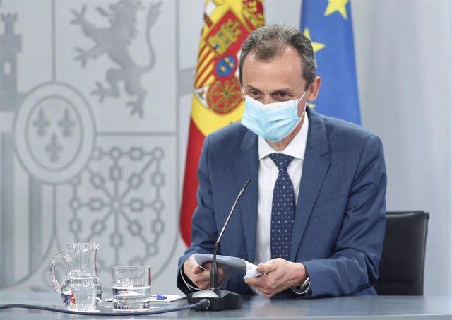 El ministro de Ciencia e Innovación, Pedro Duque, a su llegada a la comparecencia en rueda de prensa posterior al Consejo de Ministros celebrado en Moncloa, Madrid (España), a 30 de junio de 2020.