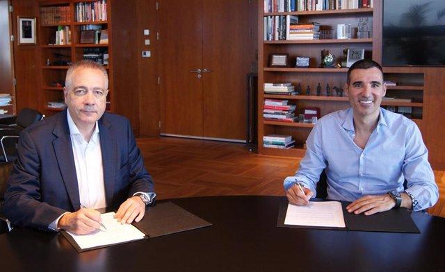 El delegado especial del Estado en el Consorcio de la Zona Franca de Barcelona (CZFB) y presidente de DFactory, Pere Navarro, y el presidente de Barcelona Tech City, Miquel Vicente