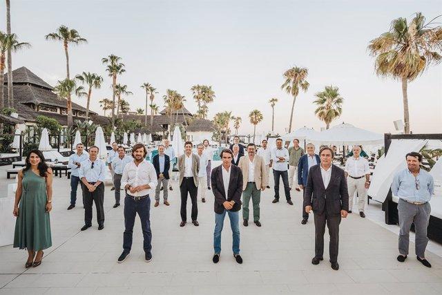 Imagen de la reunión de la junta directiva de Cesur celebrada con la asistencia del ex presidente José María Aznar.