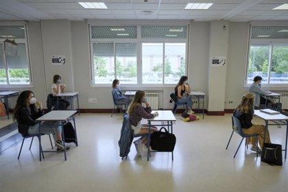 La oposición pide grupos más reducidos de alumnos, más espacios y profesores para la vuelta a las clases