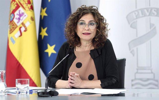 La ministra portavoz y de Hacienda, María Jesús Montero, interviene en la comparecencia en rueda de prensa posterior al Consejo de Ministros celebrado en Moncloa, Madrid (España), a 30 de junio de 2020.