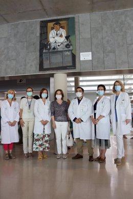 El centro sanitario Carlos Castilla del Pino luce un retrato del psiquiatra que le da nombre