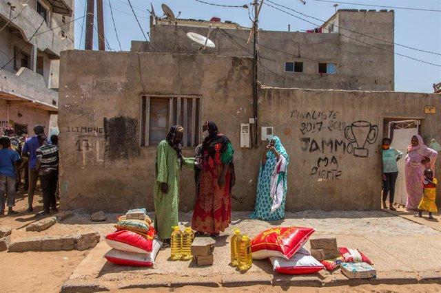 Mujeres con mascarilla en Senegal durante la pandemia de coronavirus