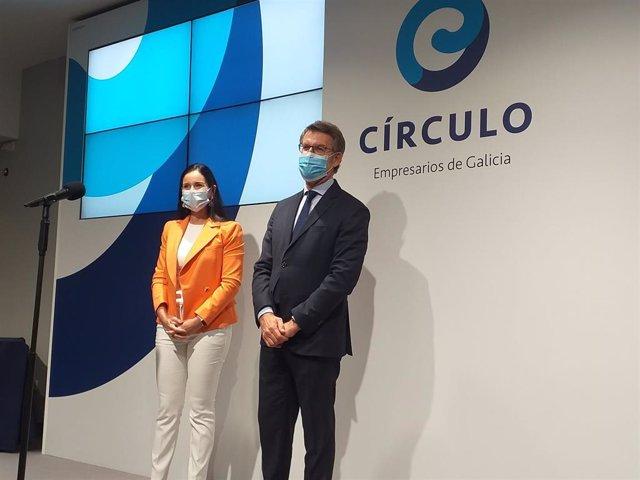 El presidente de la Xunta y candidato a la reelección, Alberto Núñez Feijóo, junto a la presidenta del Círculo de Empresarios de Galicia, Patricia García.