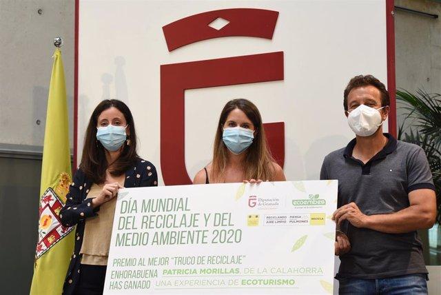Entrega del premio del concurso 'Trucos de reciclaje'