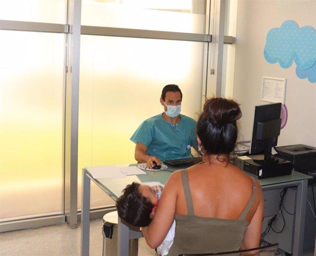El doctor Antonio Conejo, responsable del servicio de pediatría del Hospital Vithas Xanit Internacional