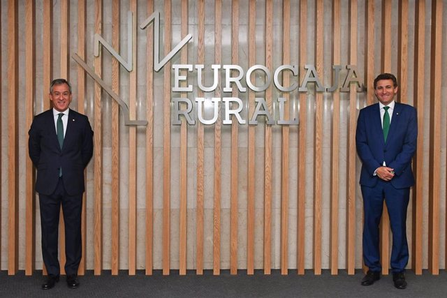 El presidente de Eurocaja Rural, Javier López Martín, y el director general, Víctor Manuel Martín