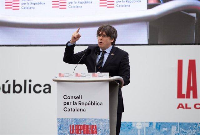 El expresidente de la Generalitat de Cataluña Carles Puigdemont interviene en  el acto del Consell de la República en Perpiñán (Francia) a 29 de febrero de 2020. Archivo