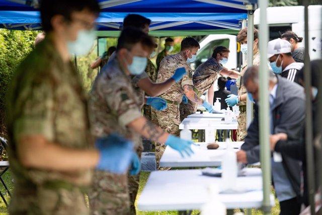 Coronavirus.- Reino Unido confirma 155 fallecidos más por la pandemia