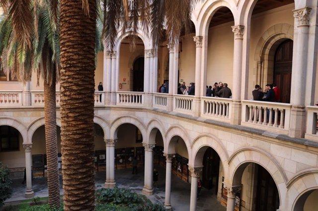 Claustre de l'Ateneu Universitari de Sant Pacià (AUSP) i Seminari Conciliar de Barcelona