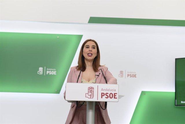 La parlamentaria del PSOE-A Beatriz Rubiño, en rueda de prensa.