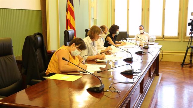 La Comisión de Hacienda del Parlament balear