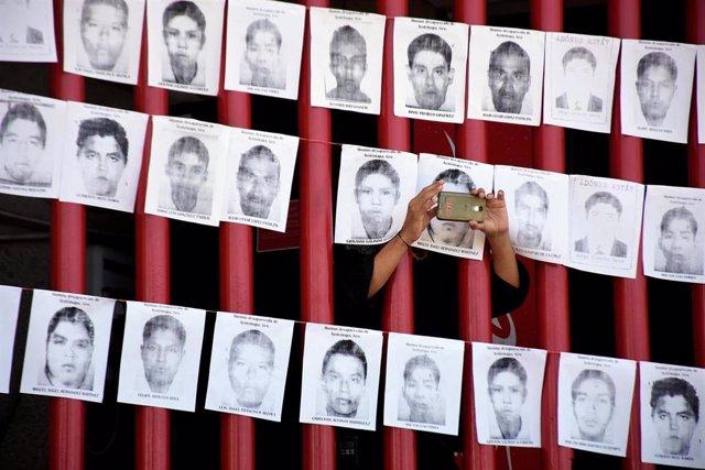 Retratos de los desaparecidos de Ayotzinapa.