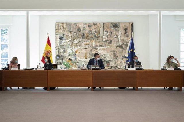 El presidente del Gobierno, Pedro Sánchez, preside la reunión del Consejo de Ministros donde se aprobará la prórroga hasta el 30 de septiembre de los expedientes de regulación temporal de empleo (ERTE) asociados al Covid-19 y de la prestación extraordinar