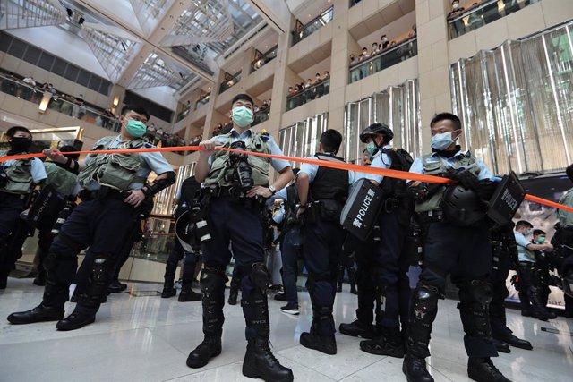 AMP2.- China.- Primer arrestado por la Policía en Hong Kong por la Ley de Seguri