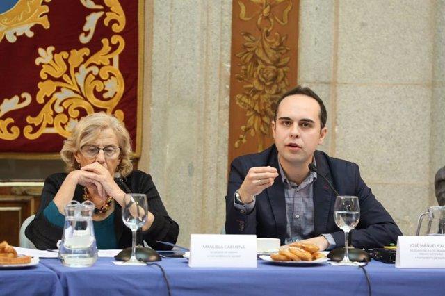 El concejal Calvo junto a Manuela Carmena