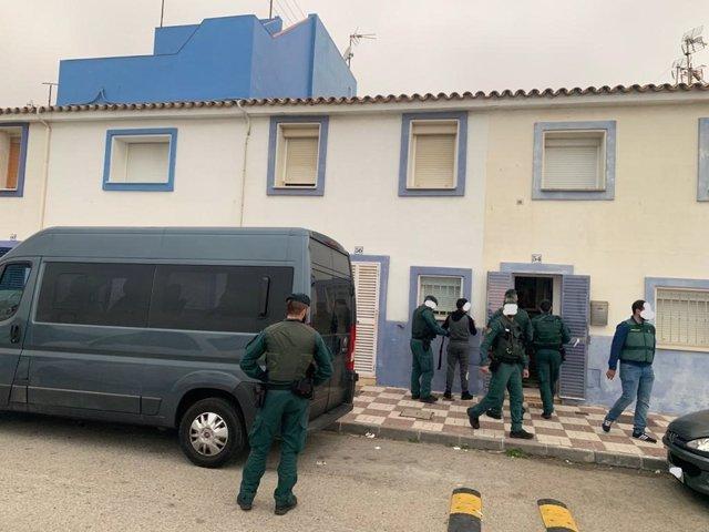 Imagen de archivo de agentes de la Guardia Civil en una operación contra el narcotráfico en el Campo de Gibraltar