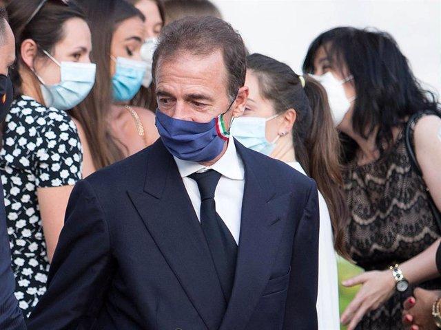 Alessandro Lequio, muy afectado en el funeral celebrado en memoria de su hijo Aless