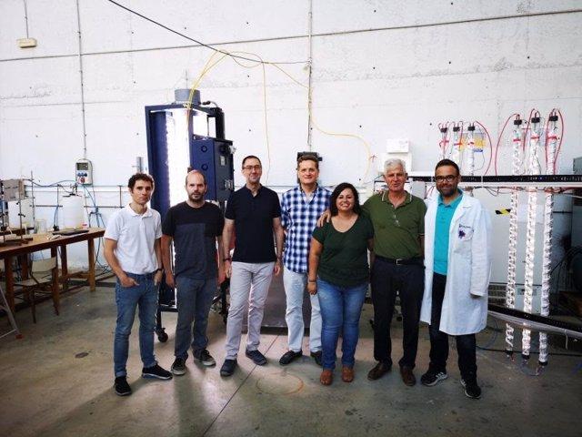 El equipo investigador del Departamento de Ingeniería Química de la Universidad de Almería