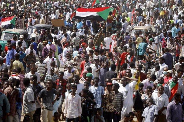 Manifestación para reclamar más reformas en Jartum