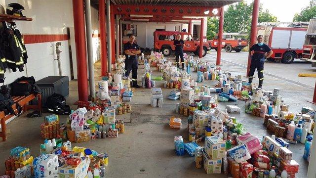 El Consorcio de Bomberos entrega alimentos a las familias afectadas por el covid-19