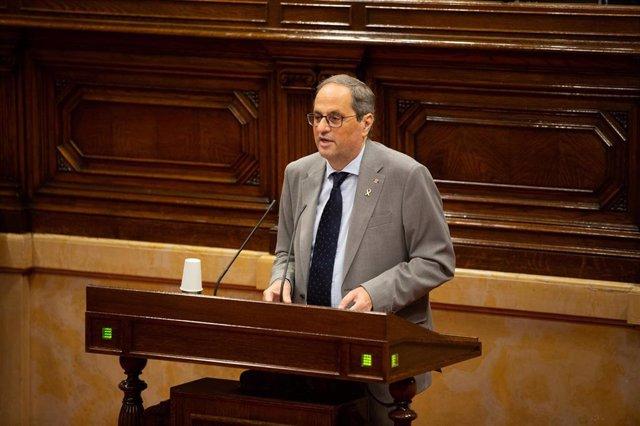 El presidente de la Generalitat, Quim Torra, interviene durante una sesión plenaria en el Parlament en la que se debate la gestión de la crisis sanitaria del COVID-19.