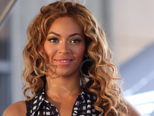 """Singer Beyonce Knowles attends the national """"Show Your Helping Hand"""" hunger relief initiative kickoff at Madison Square Garden on June 22, 2009 in New York  City."""