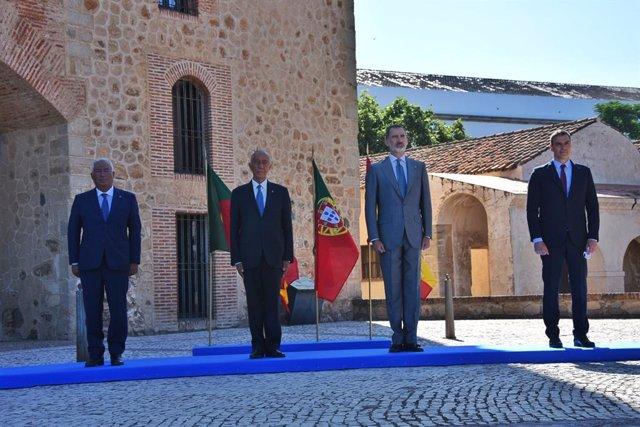 España y Portugal reabren su frontera con un acto en Badajoz con himnos y aplaus
