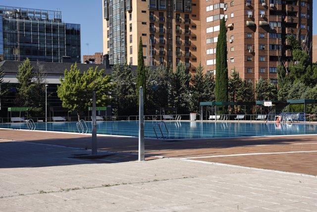 Vista de la piscina del Centro Deportivo Municipal Vicente del Bosque, una de las que abre la Comunidad de Madrid a partir de hoy, en Madrid (España), a 1 de julio de 2020.