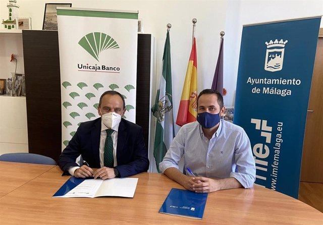 El director territorial de Unicaja Banco en Málaga, Agustín Sánchez, y el concejal de Fomento del Empleo del Ayuntamiento de la capital malagueña, Luis Verde