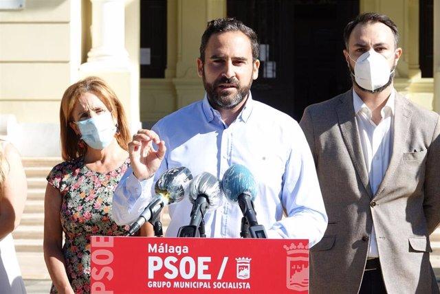 El portavoz del PSOE en el Ayuntamiento de Málaga, Daniel Pérez, en rueda de prensa