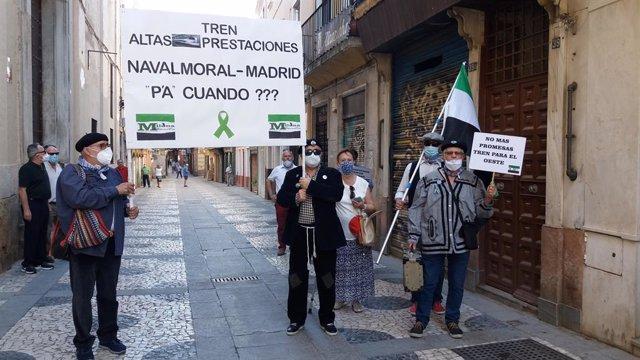 Representantes de la Plataforma Milana Bonita reivindican ante el Rey y Sánchez