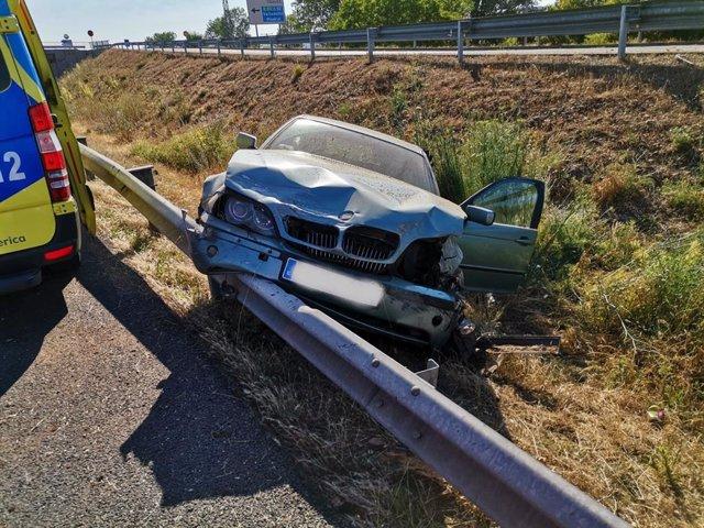 Turismo accidentado en la A-62 a la altura de Cabezón de Pisuerga (Valladolid).
