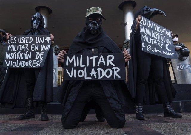 Protesta en Bogotá por la supuesta violación de una niña indígena por parte de militares