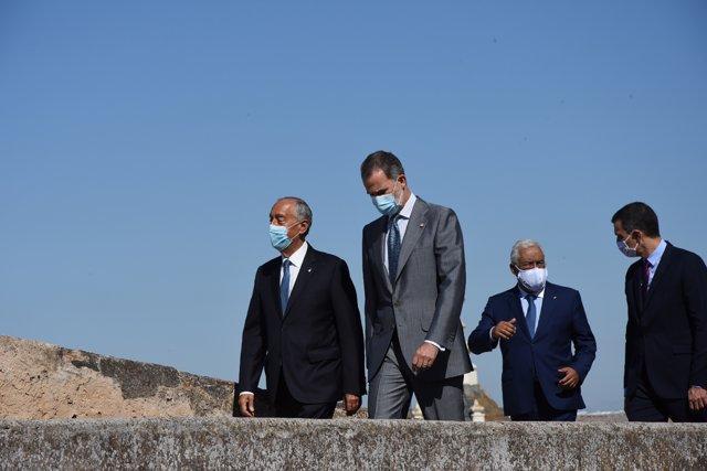 El presidente de Portugal, Marcelo Rebelo de Sousa; el Rey Felipe VI;  el primer ministro de Portugal, António Costa; y el presidente del Gobierno, Pedro Sánchez en la en la Alcazaba de Badajoz, Extremadura.